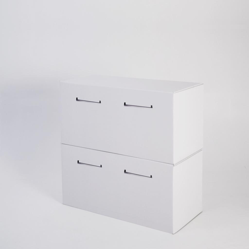 Mueble bajo de cartón pequeño para homestaging