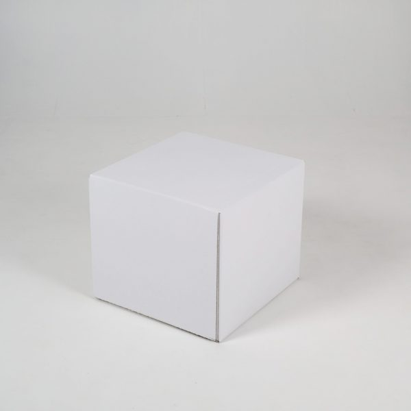 Table de chevet en carton pour home staging