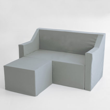 Sofa chaise longue de dos plazas de cartón con fundas