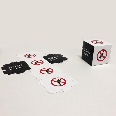 Señal en forma de cubo de prohibido sentarse