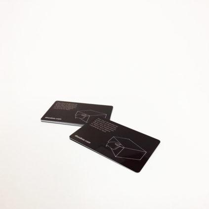 Tarjeta plástico para despegado de cajas
